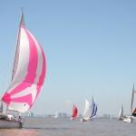 Regatas comemorativas reuniram dezenas de barcos no Guaíba, em Porto Alegre. Crédito Claudio Bergman