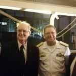 Oficial da Marinha junto com Paulo Renato Paradeda, presidente do Conselho do Jangadeiros, vice-almirante Victor Cardoso Gomes, comandante do 5º Distrito Naval, e Pedro Pesci, vice-como