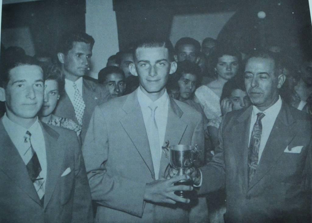 Nelson Piccolo e Gabriel Gonzalez, campeões brasileiros da classe Snipe de 1955, no primeiro dos cinco títulos nacionais que conquistaram
