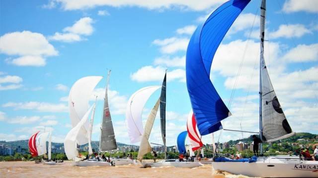 Barcos-de-Oceano-em-disputa-no-Guaíba-em-2016.-Foto-André-Alves-de-Oliveira-640x360