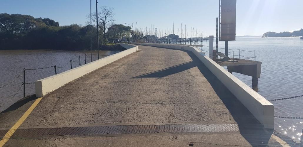 Curva leve localizada na ponte de acesso à Ilha dos Jangadeiros